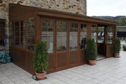 Sistema de corrugables en vidrio climalit y barrotillos, todo ello lacado en imitación madera Nogal Español.